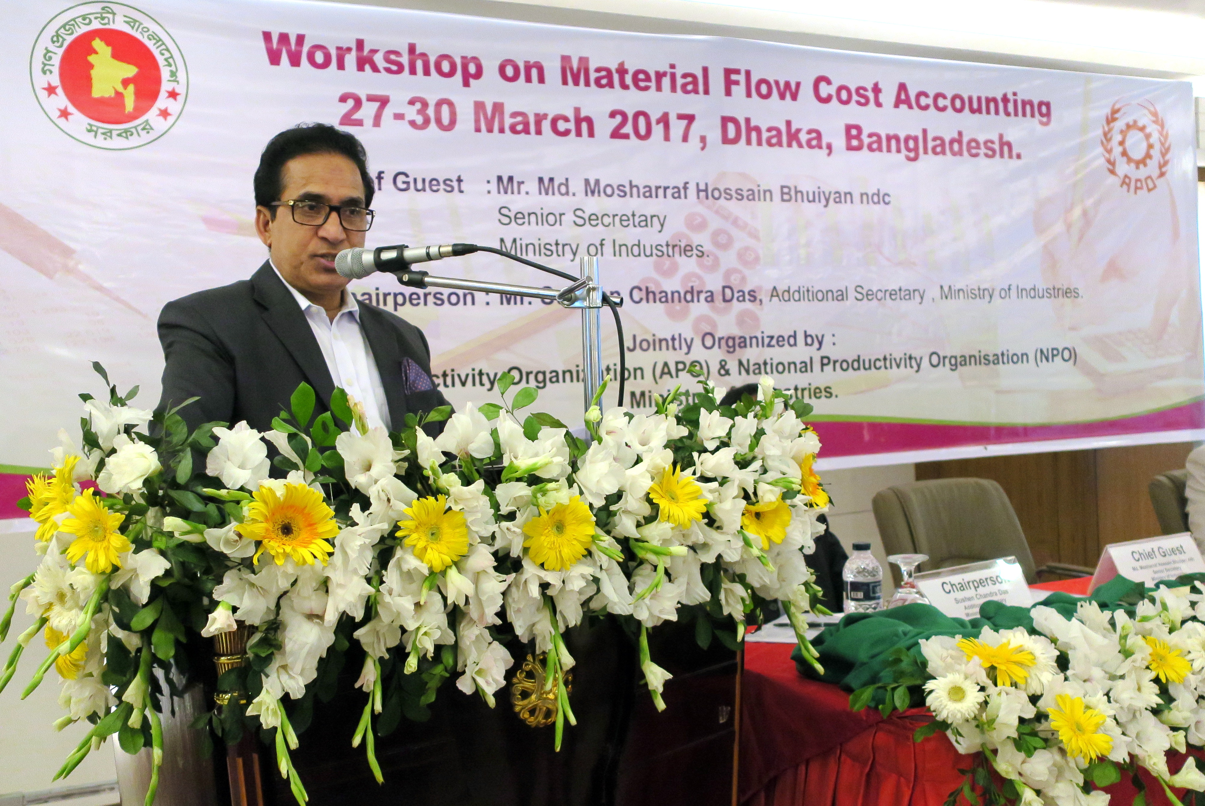 Bangladesh Ministry of Industries Senior Secretary M. Mosharraf Hossain Bhuiyan  speaking at the inaugural session of the Workshop on MFCA.