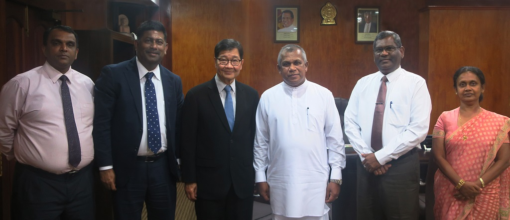 (L-R) National Productivity Secretariat Director and NPO Head for Sri Lanka W.M.D. Suranga Gunarathne, APO Secretariat Agriculture Department Program Officer Dr. Sheikh Tanveer Hossain, APO Secretary-General Santhi Kanoktanaporn, Minister of Public Administration & Management R.M. Ranjith Madduma Bandara, Ministry of Public Administration & Management Secretary and APO Director for Sri Lanka J. J. Rathnasiri, and Ministry of Public Administration and Management Additional Secretary and APO Alternate Director for Sri Lanka P.G.D. Pradeepa Serasinghe, Colombo, 12 March 2018.