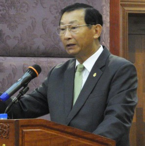 Senior Minister of Ministry of Industry and Handicraft H.E. Cham Prasidh delivering a message during the inaugural session of the National Conference on Advanced FSMS in Cambodia, 17 May 2018.