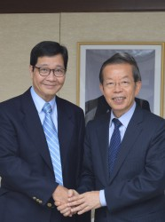 APO Secretary-General Santhi Kanoktanaporn (L) during a courtesy call on Representative Frank Hsieh Chang-Ting of the Taipei Economic and Cultural Representative Office in Japan.
