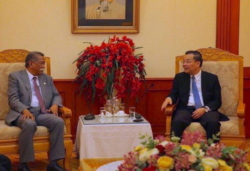 APO Secretary-General AKP Mochtan (L) with Minister of Science and Technology Chu Ngoc Anh, 30 November.